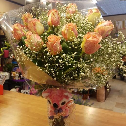 Ramo compuesto por 12 rosas de color rosa para enviar en Granada