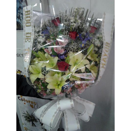 Enviar ramo difunto lilium,astronemias y rosas en Granada