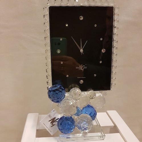 Reloj con fondo negro de cristal de Murano