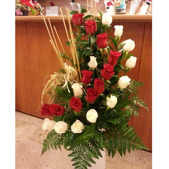 centro floral rosas en espiral